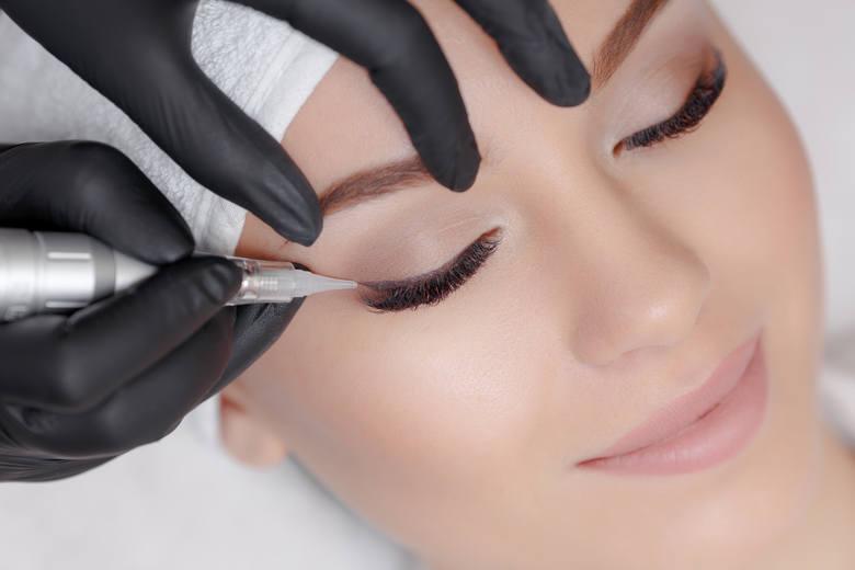 Jak usunąć nieudany makijaż? Albo poprawić makijaż permanentny? Odpowiada kosmetyczka i linergistka Barbara Lietz