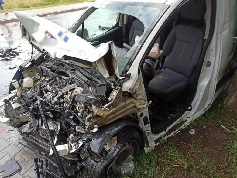 Chełmiec. Groźny wypadek na ul. Marcinkowickiej. Dwoje rannych w szpitalu [ZDJĘCIA]