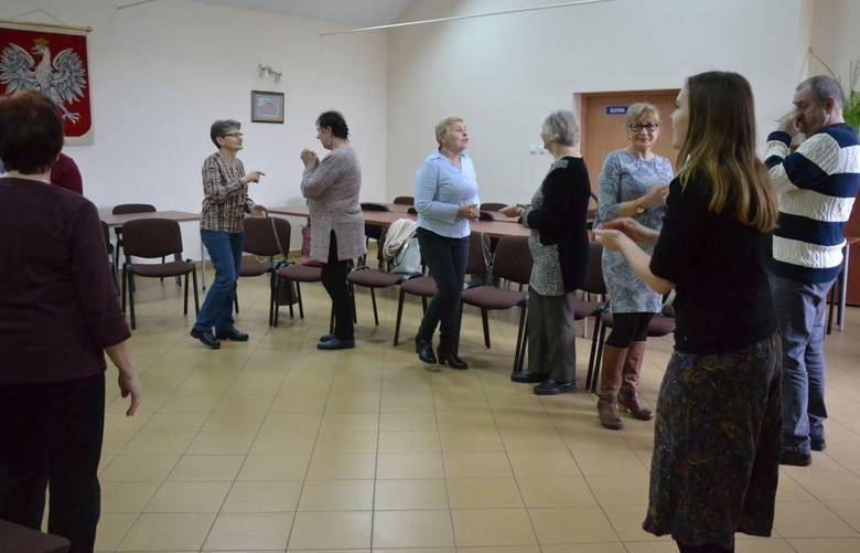 Muzykoterapia dla seniorów w Kikole - muzyka nie tylko łagodzi obyczaje, ale i zdrowie poprawia [zdjęcia]