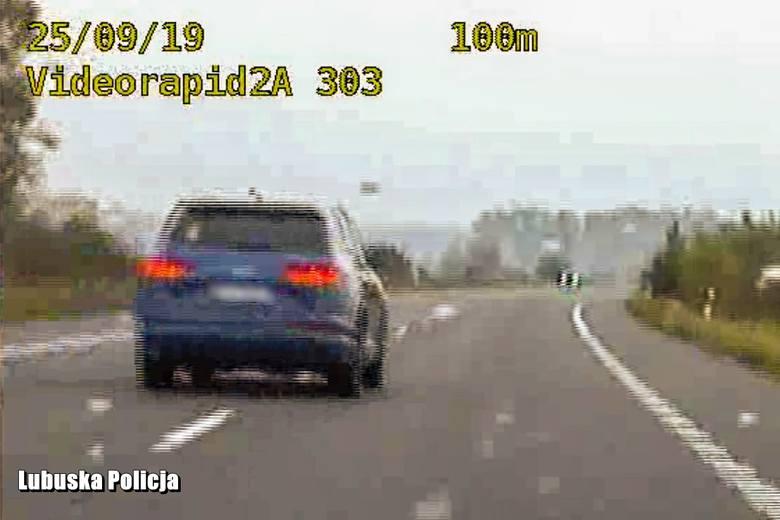 """Policjanci w powiecie gorzowskim zatrzymali 61-latka, który swoją audi Q7 na starej """"trójce"""" rozpędził się do 203 km/h. Jego zachowanie nie było rozsądne."""