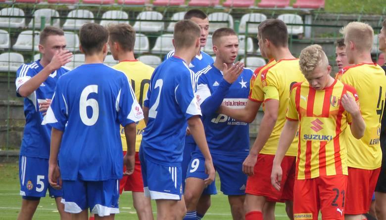 Piłkarze Korony Kielce zremisowali z Wisłą Kraków 2:2 (1:1) w Centralnej Lidze Juniorów do 18 lat. Mecz odbył się na stadionie przy ulicy Szczepaniaka