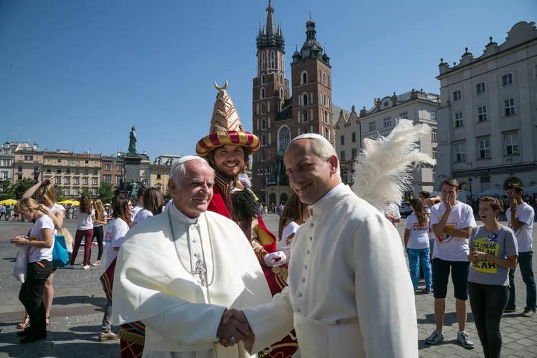 Dwóch papieży w Rynku. Nagrywali spot Światowych Dni Młodzieży [ZDJĘCIA, WIDEO]