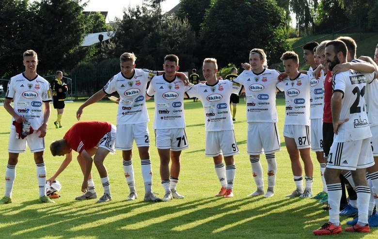 Rezerwy Chojniczanki świętowały awans do IV ligi po rozbiciu 5:0 Wietcisy Skarszewy