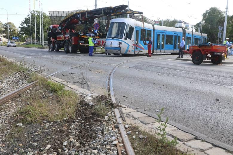 Wykolejenie tramwaju na Legnickiej. Są utrudnienia