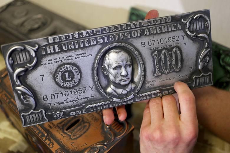 Oficjalnie w latach 2011-2016 zarobił równowartość 800 tys. dol. Rosyjscy opozycjoniści i amerykańskie agencje interesujące się majątkiem rosyjskiego
