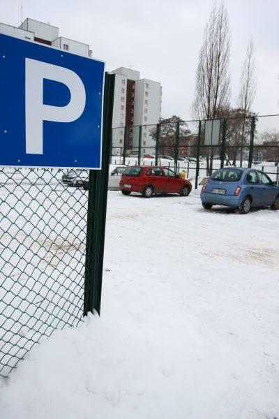 Na razie na miejscu, gdzie było boisko samochody zostawiają nieliczni mieszkańcy. Ale gdy tylko pogoda się poprawi, spółdzielnia zadba o to, by znalazło