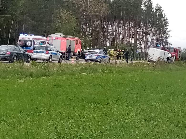 Stoczki. Wypadek na trasie Białystok - Łapy. BMW zderzyło się z mercedesem. Zdjęcie pochodzi z fanpejdża Kolizyjne Podlasie