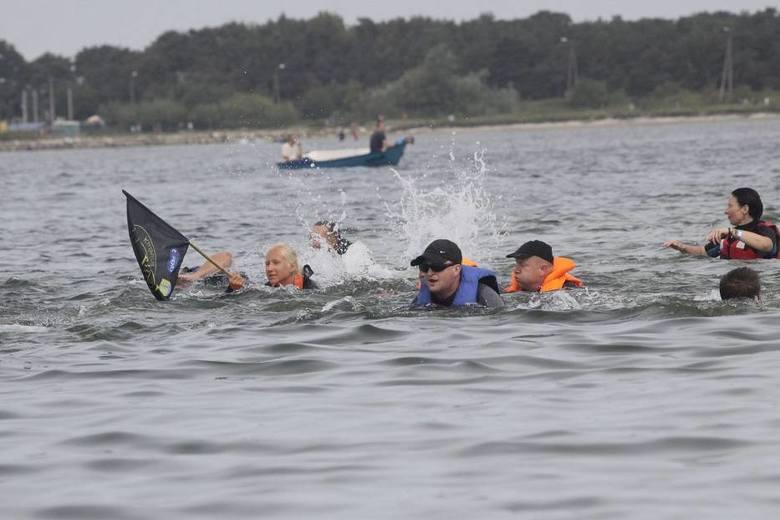 Cypel Rewski i Rybitwia MieliznaW Polsce niewiele mamy wysp na morzu, stąd nietypowym widokiem jest dostrzec wyraźny ląd na środku Zatoki Puckiej. Rybitwia