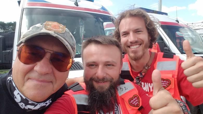 - Jest mega atmosfera - mówi Marcin Gizicki, jeden z ośmioosobowej ekipy ratowników medycznych z Grudziądza i Bydgoszczy czuwających nad bezpieczeństwem