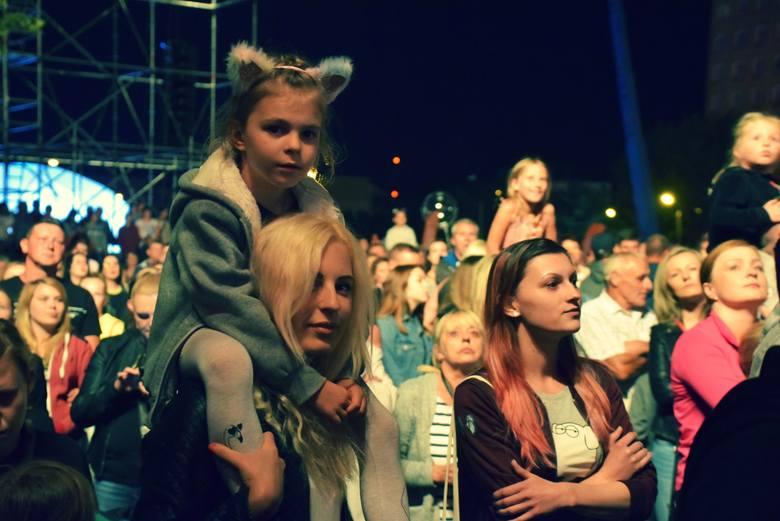 Na festiwalu Disco pod Gwiazdami pojawiły się prawdziwe tłumy! Nie zabrakło również pięknych i uroczych kobiet. Zobacz, kto skradł serca na festiwalu,