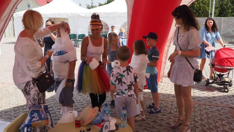 Przeciąganie liny, rzuty do celu, konkursy z nagrodami - to tylko ułamek atrakcji, które czekały na najmłodszych podczas sobotniego Pikniku Rodzinnego
