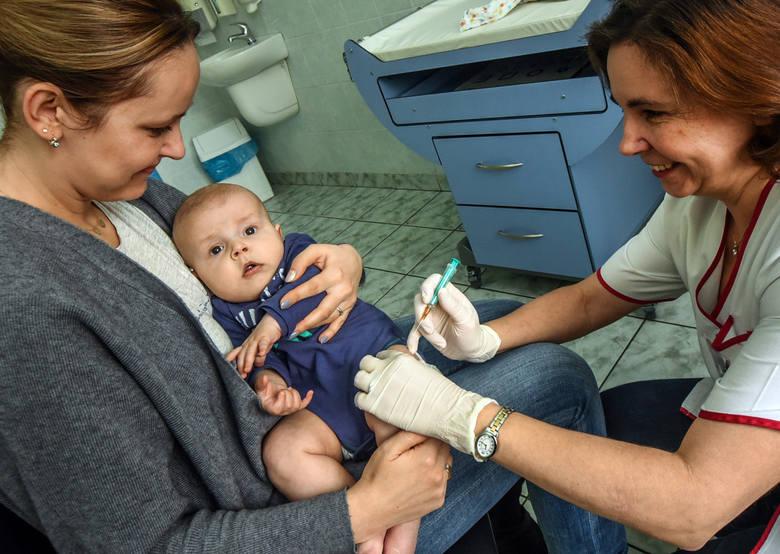 Z rodzicami - antyszczepionkowcami walczą od kilku lat w Częstochowie. Radni z tego miasta na początku roku podjęli uchwałę w przypadku żłobków uzależniającą