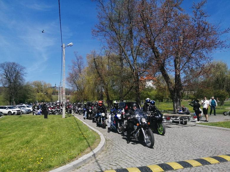 W niedzielę 9 maja około 500 motocyklistów przyjechało z całego regionu do Sandomierza, by wesprzeć zbiórkę dla Bartusia Przychodzkiego. Motocykliści