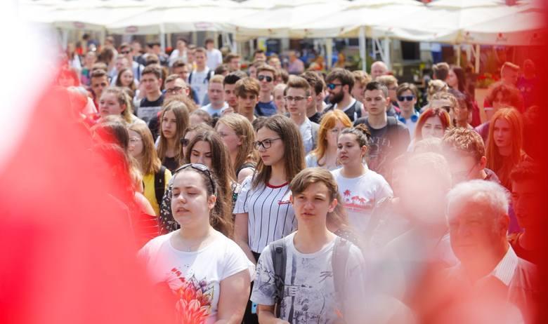 Obchody rocznicy pierwszych wolnych wyborów. 30 lat Wolnej Polski na Rynku w Rzeszowie.