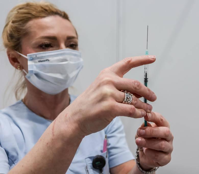 Dzieci - podobnie jak dorośli - dostaną dwie dawki szczepionki