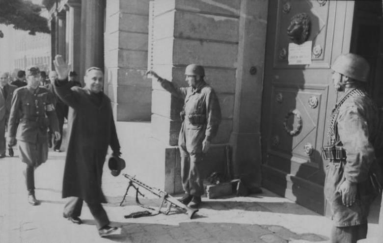 Przemarsz Strzałokrzyżowców na ulicy Budapesztu przed wojną