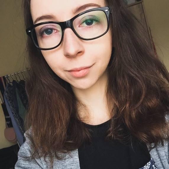 Anna Midor (23 lata): Szacunek i wybory <br /> Dziś nie istnieje konieczność heroicznych czynów, aby móc określić siebie patriotą. Jednak poświęcenie poprzednich pokoleń nie może pójść na marne, dlatego powinno się pielęgnować świadomość narodową oraz dotychczasowe osiągnięcia, aby móc nadal żyć...