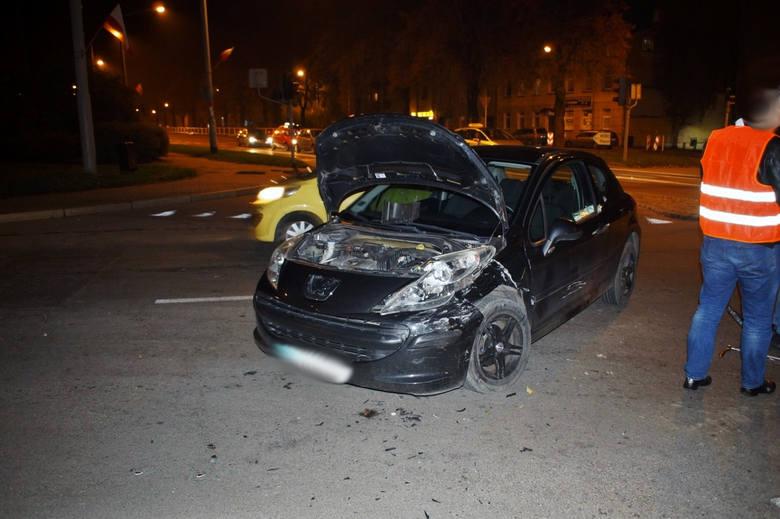 Kolizja na skrzyżowaniu ulic Gdańskiej i Sierpinka. Kierujący VW Bora wymusił pierwszeństwo przejazdu na prawidłowo jadącym samochodem osobowym marki