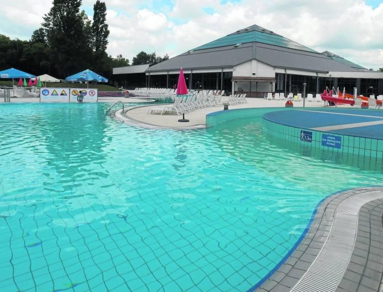Baseny zewnętrzne Aquaparku Fala będą czynne codziennie przez cały długi weekend.