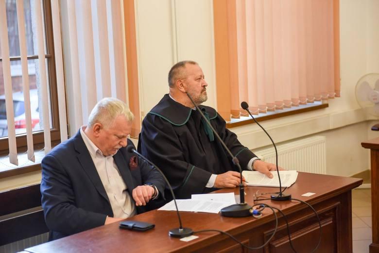 Kandydat na prezydenta Torunia, Tomasz Lenz pojawił się w sądzie ze swoim pełnomocnikiem mecenasem Jackiem Krężlewskim