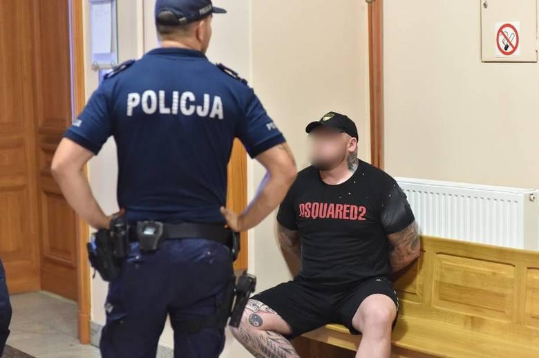 Michał N. - według policji to on kierował porsche i uderzył kobietę na przejściu dla pieszych w Lesznie. Decyzją sądu kierowca czarnego porsche trafił
