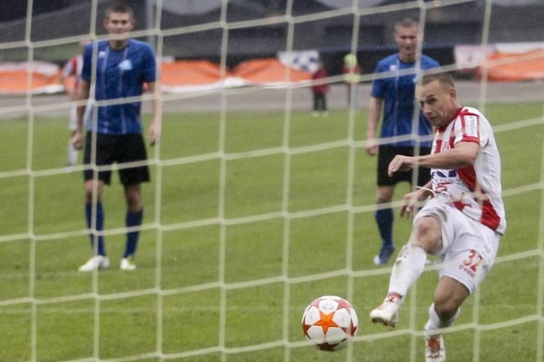 <strong>Resovia – Stal Rzeszów 1:0 (0:0)</strong><br /> <strong>Bramka</strong>: Hajduk 78-karny.