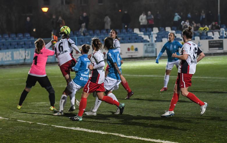 Piłkarkom ze Słowiańskiej tym razem kolejne trzy punkty nie przyszły łatwo. Podopieczne Adama Górala w meczu 10. kolejki I ligi (grupa północna) musiały