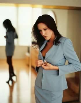 Nie ma co zganiać na mężczyzn. Często największym wrogiem kobiet w drodze do awansu są… one same. Lista ich grzechów jest długa.