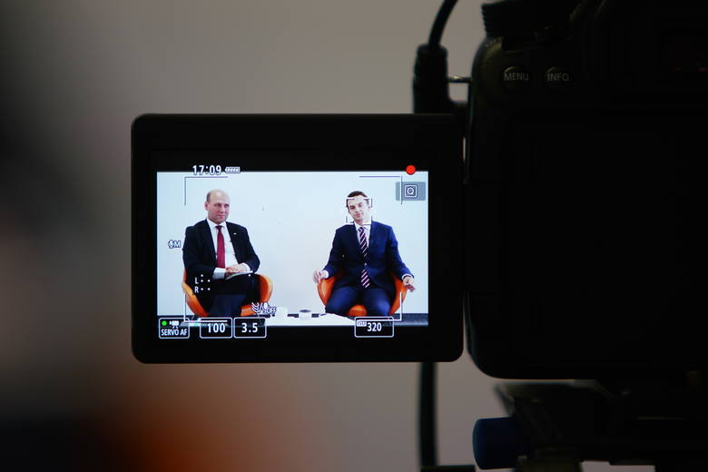 Szymon Szynkowski vel Sęk, wiceminister spraw zagranicznych i poseł PiS oraz Adam Szłapka, poseł Nowoczesnej, byli pierwszymi politykami, którzy zmierzyli