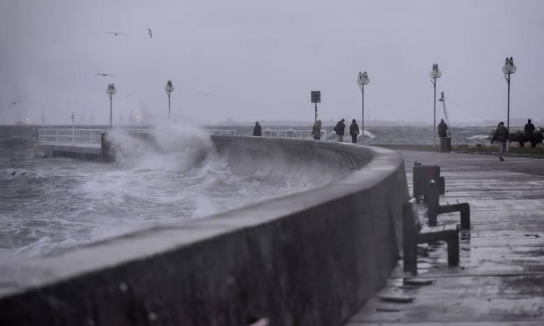 IMGW PIB Gdynia wydało ostrzeżenie o sztormie na Bałtyku. Obowiązuje od godz. 14:00 2.05.2021 r. do godz. 1:00 3.05.2021 r.