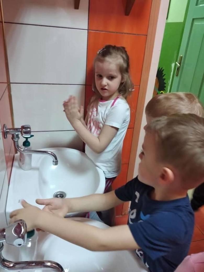Pabianice Koronawirus. Troje dzieci miało podwyższoną temperaturę. Pierwszy dzień otwarcia przedszkoli