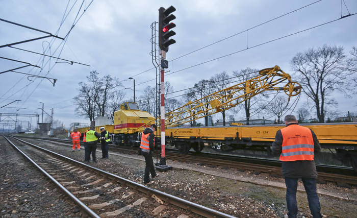 Do wykolejenia pociągu doszło we wtorek 15 marca na torach w Czerwieńsku, na wysokości dworca PKP. Na miejsce przyjechał zielonogórska policja.Nikomu