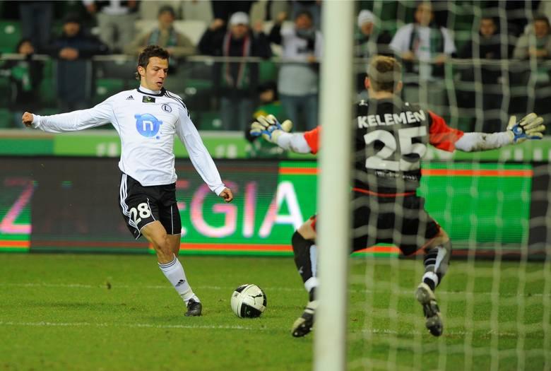 Sezon: 2012/2013Wiek piłkarza: 20 lat Transfer do: AC Fiorentina (Włochy)Kwota transferu: 2,70 mln euro