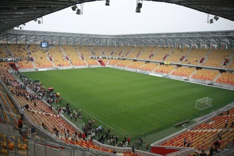 Obiekt, na którym swoje mecze rozgrywa Jagiellonia, powstał w 1971 roku i przeżył ponad 30 lat. Do zamknięcia starego stadionu doszło w 2010 roku (zamiast