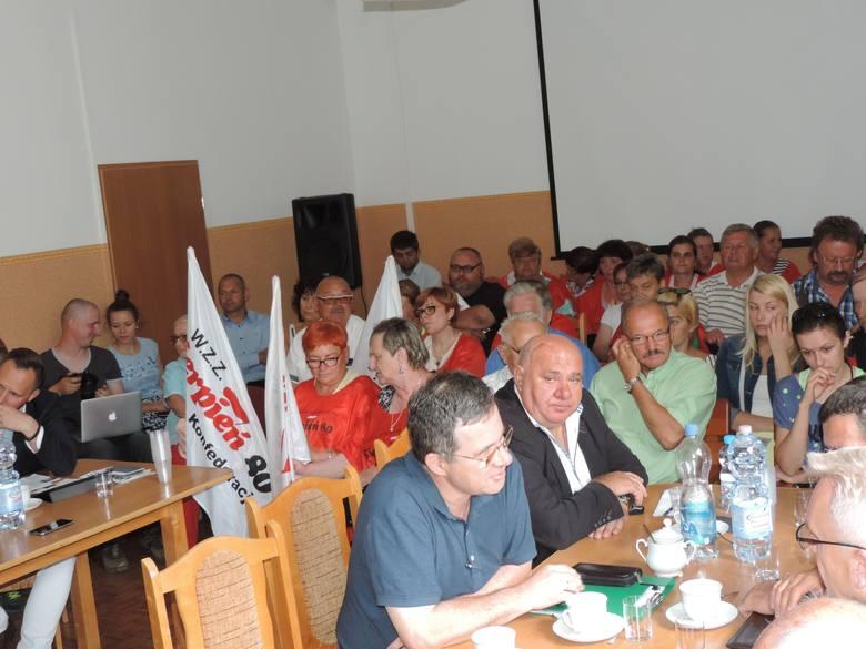Obradom przysłuchiwało się wielu mieszkańców gminy Strzelno. Byli wśród nich m.in.. samorządowcy, pracownicy lecznicy oraz sympatycy i członkowie WZZ