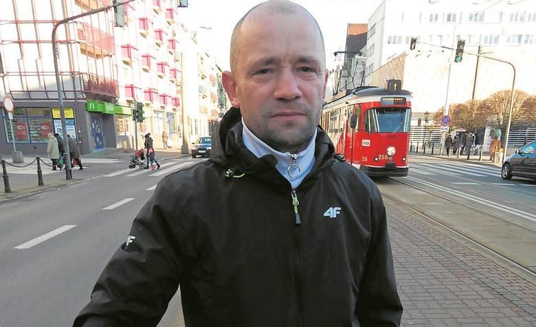 - Tym odcinkiem ul. Sikorskiego nie jeździ aż tak dużo samochodów. Można tu zrobić deptak - mówi nam Marcin Pietrakowski.