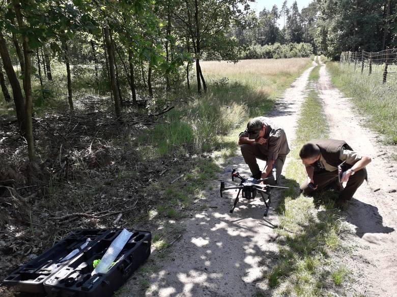 Przygotowanie drona do nalotów fotograficznych w podczerwieni