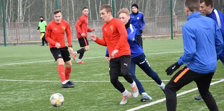 W sobotnim sparingu, który odbył się w Nowinach, miejscowy GKS zremisował 2:2 (1:1) z Koroną Kielce grającą w Centralnej Lidze Juniorów do 18 lat. Bramki
