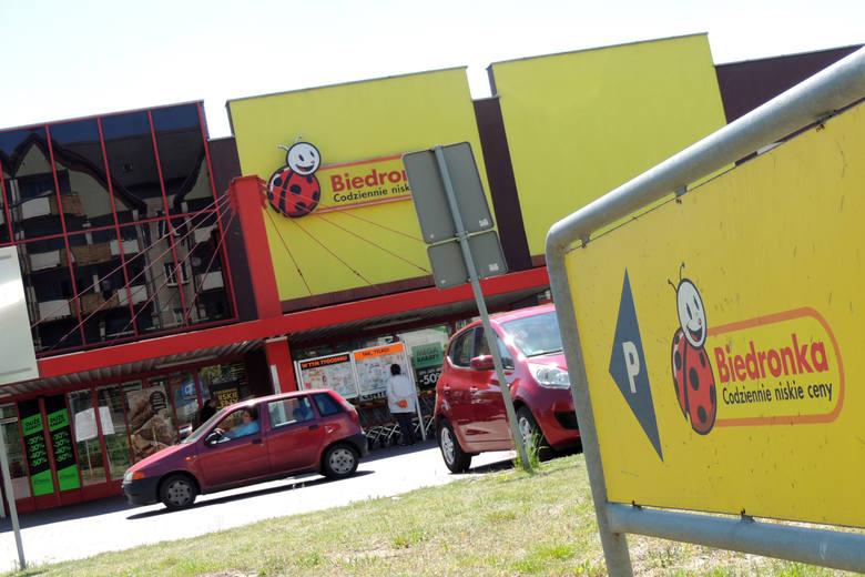 W Polsce obecnie jest 2823 sklepów Biedronka. Jak donosi portal money.pl mimo zakazu handlu w niedziele niektóre sklepy dyskontu będą otwarte.Takie potwierdzenie