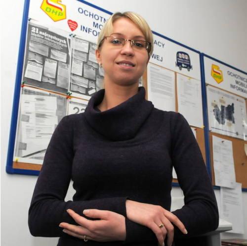 Justyna Krawiec ma 30 lat. Jest socjologiem i doradcą zawodowym. Pracuje w Mobilnym Centrum Informacji Zawodowej przy ul. Podmiejskiej w Gorzowie. Mężatka,