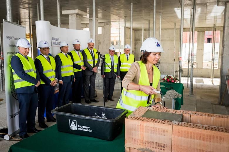 W czwartek (5 września) wmurowano kamień węgielny pod nową siedzibą Delegatury IPN w Bydgoszczy. Powstaje ona przy ul. Grudziądzkiej. Nowa siedziba,