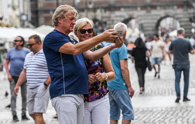 Tłumy spacerowiczów w Trójmieście 27.06.2020. Większość bez maseczek