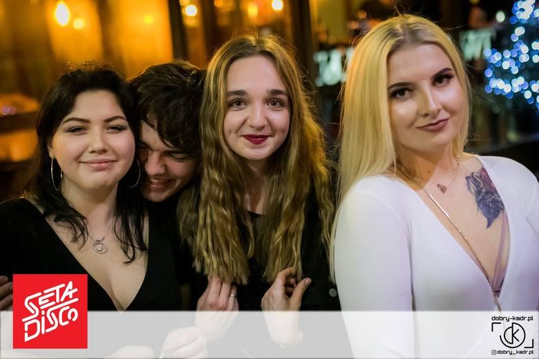 W weekend zajrzeliśmy do pubu Seta Disco, żeby zobaczyć jak bawią się bydgoszczanie. Mamy dla was fotorelację z dwóch imprez w samym centrum miasta.