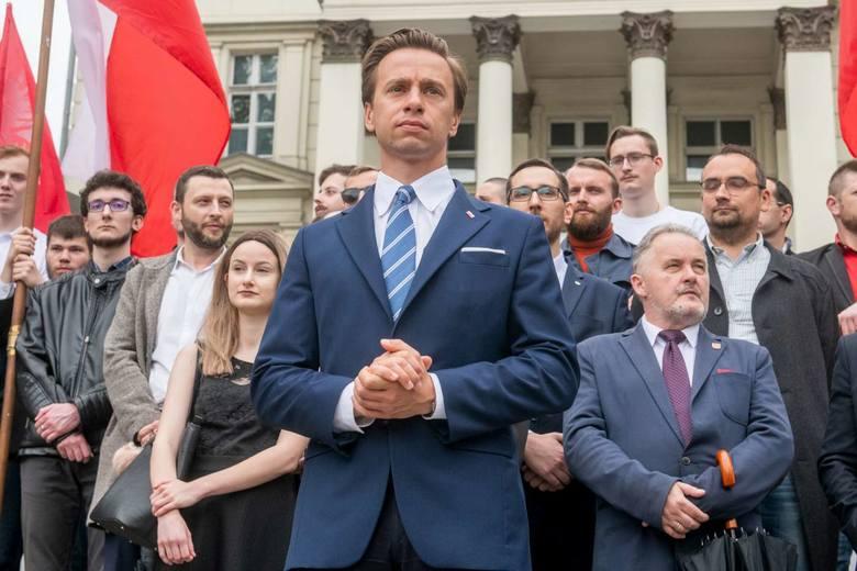 Spotkanie Krzysztofa Bosaka, kandydata Konfederacji na prezydenta RP odbyło się w niedzielę na placu Wolności w Poznaniu. Wzięło w nim udział kilkuset,