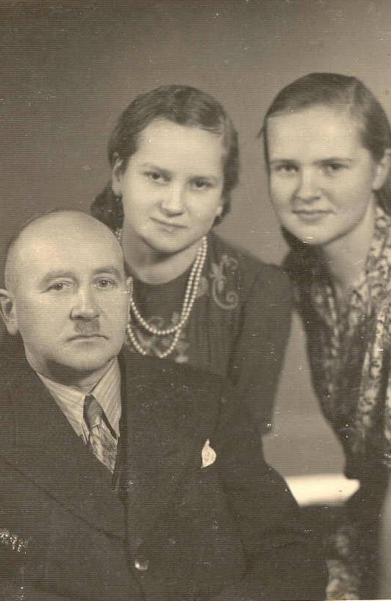 Na tym zdjęciu jestem ja wraz z siostrą Anną i Tatusiem
