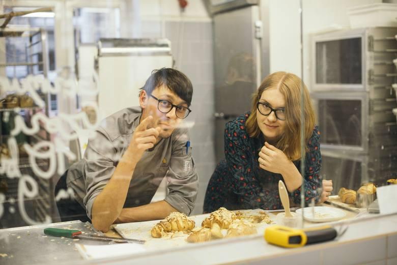 Daniel Skakunow, współaściciel Innej Piekarni wraz z Moniką Mądrą-Pawlak z Cafe La Ruina i Raj na początku współpracy przy produkcji rogali.