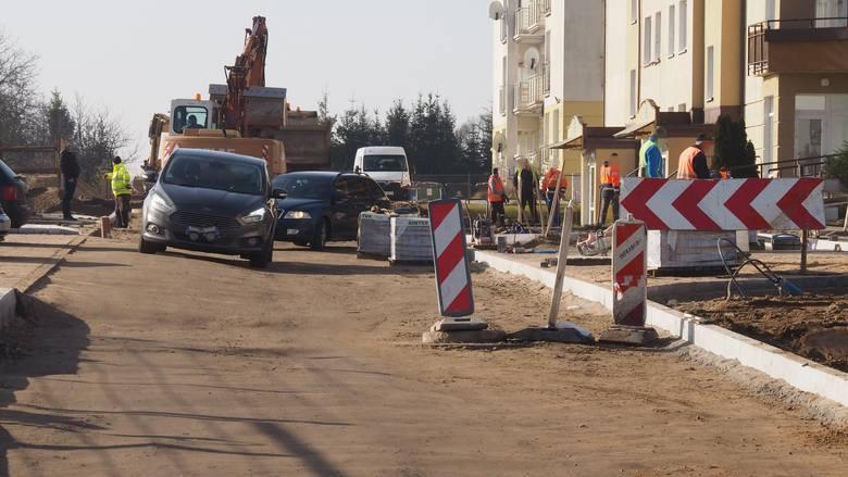 Ta inwestycja, czyli budowa ul. Żytniej w Koszalinie, nie ma szczęścia. Znowu natrafiono tu na płytką instalację gazową. To kolejne utrudnienia. Z  uwagi