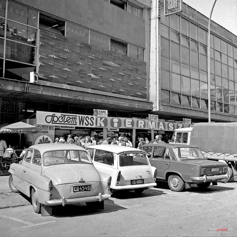 Zobacz kultowe auta czasów PRL-u. Tym jeździli radomianie. Syreny, warszawy, fiaty, żuki, nyski i mikrusy - zobacz galerię zdjęć klasyków na radomskich