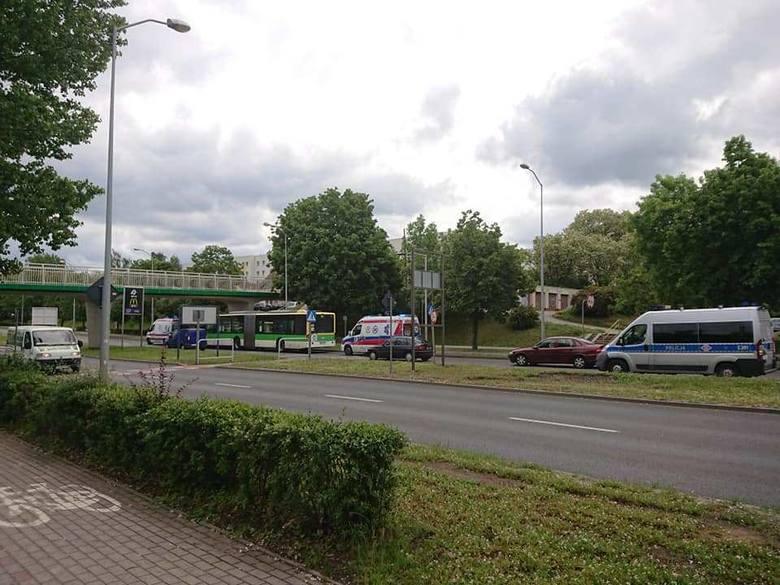 Do wypadku doszło w środę, 29 maja, po godz. 11.00 na ul. Wojska Polskiego w Zielonej Górze, tuż przy skrzyżowaniu z ul. Krętą.  Autobus MZK zderzył