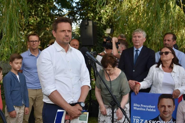 7 lipca Rafał Trzaskowski, kandydujący na urząd Prezydenta RP, odwiedził w Radziczu (pow. nakielski) gospodarstwo rolne Juliusza Młodeckiego. W przydomowym